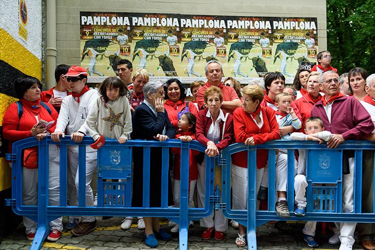 familias-esperan-torero-plaza-sanfermines