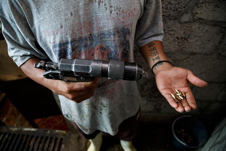 matarife-pistola-bala-cautiva