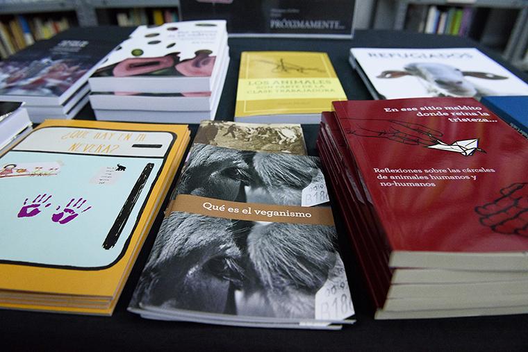Ochodoscuatro ediciones material